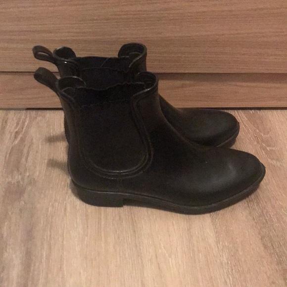 Suzy Shier Black Shiny Booties